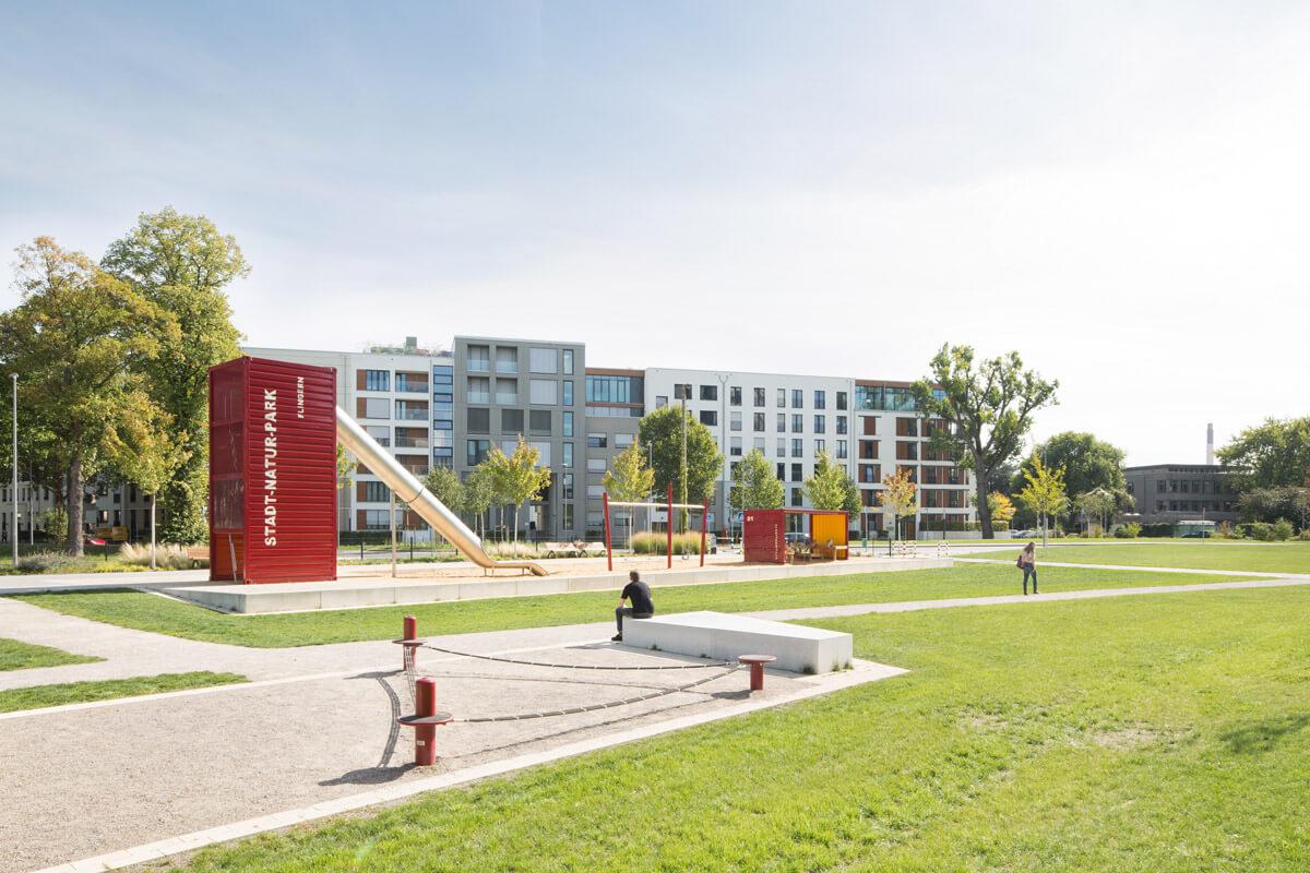 Containerpielplatz und Slagline-Anlage im Stadt-Natur-Park Flingern