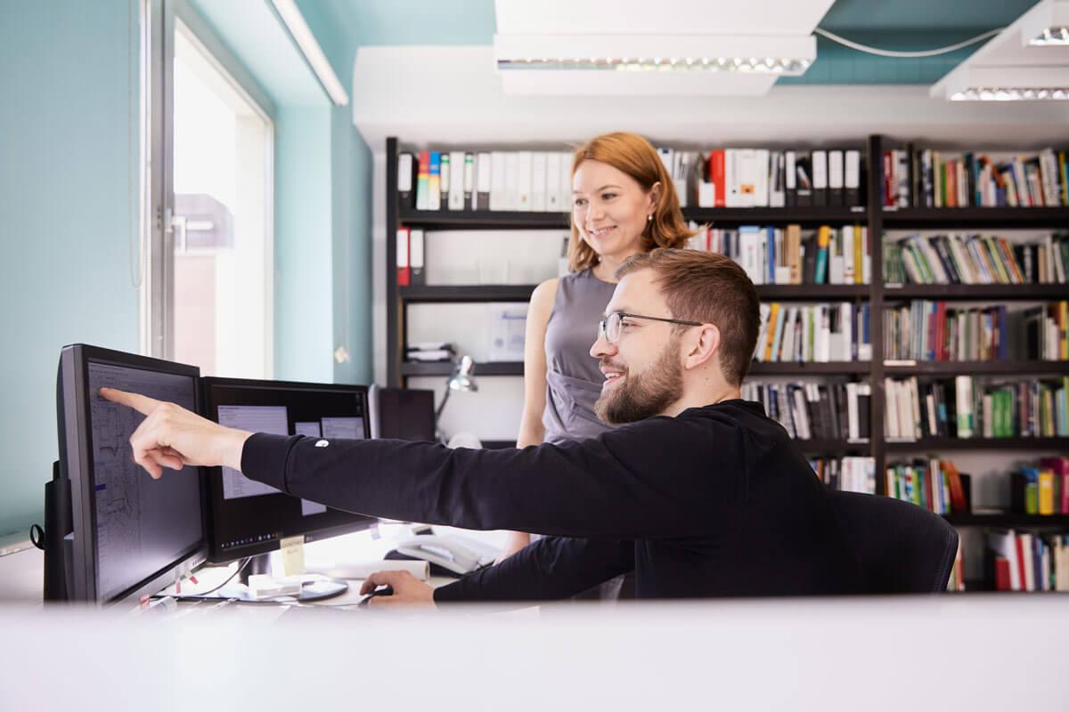 Teamszene im Büro